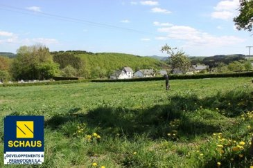 SANS CONTRAT DE VENTE TERRAIN A BATIR   terrain de 8.72 ares à vendre pour la construction  d'une maison. Tous les raccordements sont prévus sur le terrain Il est possible de construire une maison de 236m2 surface totale.  Situation très calme! Situé dans le petit village paisible de Kaundorf, entouré d'un beau paysage à quelques minutes du pittoresque village d'Esch-s-Sûre et du lac de la Haute Sûre.  Ref agence :881985