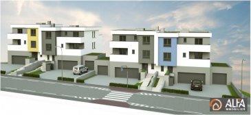 Très bel ensemble immobilier avec belle vue sur la Vallée, situé dans la commune d'Hesperange à Itzig (à 15 minutes de Kirchberg, 18 min du centre de Luxembourg)<br>Un duplex 02 d'une superficie de vente de 163,35 m2 (se détaillant comme suit : une surface habitable de 146,80 m2, une terrasse de 23,34 m2, une terrasse de 9,85 m2 et une loggia de 4,97 m2, avec accès ascenseur privatif, se composant :<br>Au rez-de-chaussée d'un hall de nuit desservant un débarras, 2 chambres à coucher, une salle de bains<br>Etage en retrait : un hall d'entrée, un WC séparé, un grand salon/séjour donnant accès sur la terrasse avant et arrière, une chambre à coucher, une salle de bains.<br />Ref agence :3534784
