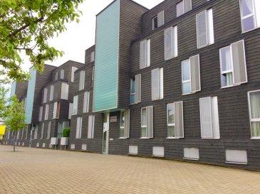 RE/MAX, spécialiste de l'immobilier à Differdange, vous propose ce magnifique appartement aux finitions haut de gamme, de 3 chambres au 2ème étage d'une résidence récente de 2008, d'une surface de 100 m2 habitables environ,. Il se compose de la manière suivante :  - Grand hall d'accueil desservant toutes les pièces. - Un salon-séjour de 30 m2 environ, donnant accès sur une terrasse de 6 m2 environ. - Une cuisine complètement équipée et réalisé sur mesure. - 3 chambres à coucher de 18 m2, 11 m2 et 10 m2 environ. - Une salle de bains avec WC. - Une salle de douche à l'italienne avec WC - Une grande cave privative et un parking intérieur privatif. - Une buanderie commune, un local à vélo, et un local poubelle complètent cet appartement.  Très bel appartement moderne, soigné, lumineux, fonctionnel, rien à refaire.   Proche de toutes commodités : parking au pied de l'immeuble, bus, station essence, crèche à 2min à pieds, écoles, lycée, centre-ville, surface commerciale à proximité, banques,, etc….  A visiter….  Disponibilité septembre 2016.  CONTACT : MICHAEL CHARLON au 621 612 887 ou par Mail : michael.charlon@remax.lu
