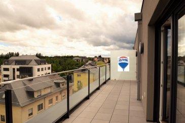 RE/MAX SELECT vous propose à la vente cet appartement 2 chambres dans une construction neuve (classe énergétique B) possède 2 grandes terrasses au 4ème et dernier étage.   D'un côté, les chambres et la salle de bain moderne avec baignoire d'angle et douche. De l'autre, le séjour ressemble à un loft : l'espace étant ouvert et donnant sur la seconde terrasse permet d'avoir une vue illimitée et sans vis-à-vis direct (l'immeuble étant en hauteur par rapport au voisinage).  La cuisine bien équipée offre, en autre, un four vapeur et le reste de l'électro-ménager est intégré dans des meubles. Le puit de lumière dans le toit fait de la cuisine un endroit