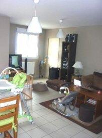 Avec terrasse et parking offrant cuisine ouverte sur séjour, 2 chambres, salle de bains.