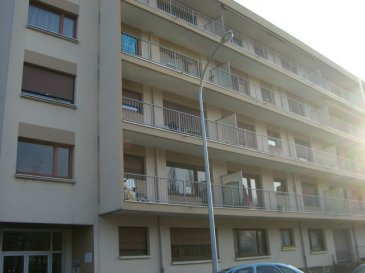 Rue Georges Ducrocq, au 4ème étage avec ascenseur, appartement 2 pièces de 45m² comprenant une entrée, une cuisine, un salon-séjour, une chambre, une salle de bains, WC. Chauffage collectif. Disponible à compter du 01 Avril 2016