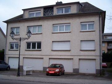 Joli appartement 1 chambre meublé, d'une surface de 50m2, situé au 3ième étage. L'appartement se compose d'un salon/salle à manger, d'une cuisine équipée, d'une chambre à coucher, d'une salle de douche avec wc et d'une buanderie commune.