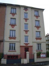 METZ SABLON, rue Daubrée. Au 3ème étage, appartement 3 pièces de 65m² comprenant entrée, cuisine indépendante accès balcon, séjour, 2 chambres, salle d'eau avec WC. Chauffage collectif. Disponible de suite.