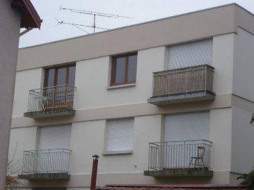 En résidence, un appartement sis au 3ème étage comprenant entrée, cellier, cuisine, séjour, salle de bains , wc, cave.