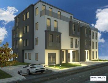 NOUVEAU PROJET À MAMER 30% DEJÁ VENDU !!!<br><br>Nouvelle construction  de deux Résidences de haut standing à Mamer.<br>Chaque bloc comporte quatre unités avec entrée séparées.<br><br>( Appartement dans le Bloc A  - 1er étage )<br>-Le pris sont avec une TVA à 3% Suivant acceptation de l'administration et sur le montant stipulé    dans la loi Luxembourgeoise.<br><br>La conception des Résidences s'inscrit dans un cadre de modernité se traduisant par une offre de commodités de haut standing, un confort et bien être, à proximité des commerces, infrastructures scolaires, crèches et un accès aux principaux axes autoroutiers.<br><br>Ce tout nouveau projet comporte 2 immeubles, offrant des de surfaces variées.<br>Allant de 99m2 à 130m2 avec 2 à  3 chambres convenant à des goûts et besoins différents. <br><br>Appartements avec  balcons idéalement orientées et  grandes baies vitrées.<br>Diffusent une luminosité optimale dans toutes les pièces à vivre.<br>La qualité avec des prestations de grand standing grâce à une sélection rigoureuse<br>des matériaux utilisés et de tous les intervenants sur le chantier.<br><br>Possibilités de personnalisation pour chaque logement, afin de permettre à chacun de<br>définir l'ambiance, les couleurs, ou encore le style qui correspond le mieux à ses envies.<br>Consommation d'énergie réduite pour les futurs occupants.<br><br>Quelques prestations:<br>- Ventilation mécanique à double flux individuelle par appartement.<br>- Fenêtres triple vitrage Schüco.<br>- Volets roulants électriques dans toutes les pièces.<br>- Chauffage au sol.<br>- Isolation acoustique.<br>- Classe énergétique B/B.<br>-1 Parking intérieur compris dans le prix.<br>-Les prix sont avec une TVA à 3% suivant acceptation.<br>-Appartement au 1er étage.<br><br>Pour d'autres informations, plans et cahier de charges veuillez contacter l'agence.<br><br />Ref agence :TC1905992
