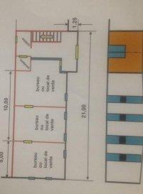 Bureaux ou local de vente à louer avec une Kitchenette et wc. -Bien situé - -possibilité de stationner à côté. -Rez-de-chaussée: 165m2 -1er étage :112m2  Pour plus d'infos veuillez nous contacter.