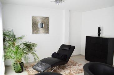 RE/MAX Partners, spécialiste de l'immobilier à Dudelange, vous propose en exclusivité ce charmant studio, d'une surface de 43 m2, sis dans une petite copropriété au cœur de la ville.  Au second étage, il se compose d'un espace de vie généreux, que l'on peut éventuellement cloisonner pour dégager une partie chambre. Salle d'eau avec douche italienne, simple vasque et toilette, ainsi qu'une cuisine équipée et un débarras.  Actuellement utilisé pour une profession libérale, il se complète d'une cave de +/- 10 m2.  Aucun travaux à prévoir, dans une résidence de 2012 très bien entretenue, avec ascenseur.  Situation agréable, proche de tous commerces, de la commune et de la gare.  Possibilité d'acquérir un double emplacement de stationnement.   110€ de charges de copropriété.  Disponibilité immédiate.  A visiter sans attendre, coup de coeur assuré!   Mr Allouche Julien +352 621 815 822 julien.allouche@remax.lu