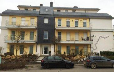 Appartement de +/- 92 m2 au rez-de-chaussée dans une résidence soignée avec ascenseur (Ecopass: FF)<br> hall d'entrée, wc séparé, cuisine équipée, living/salle à manger avec sortie terrasse, 2 chambres à coucher, salle de bains, cave, buanderie commune, un emplacement intérieur.<br> Situation intéressante et centrale.<br><br> PAS D'ANIMAUX ACCEPTES!<br><br>Disponible: 15.02.2017<br />Ref agence :HI-1485