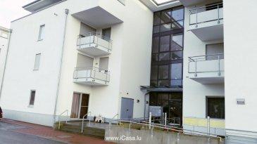 Esplanade de la Moselle à Wasserbillig, nr 88  Joli appartement à vendre de 93m2 construit en 2009, au rez-de-chaussée d'une résidence adaptée pour personnes du 3ème âge et à mobilité réduite.  Il  se compose:  un grand living lumineux  (45m2) avec accès vers balcon (6m2),  une cuisine équipée ouverte vers la salle à manger,  2 chambres à coucher,   un WC hôtes avec armoire, une salle de bains avec une grande douche italienne et des branchements pour le lave-linge et sèche linge.  Une cave et 2 emplacements intérieurs complètent ce bien.   Libre de suite  Les atouts de cet appartement : - Hauteur plafond 3m  - Chauffage au gaz - Double vitrage, moustiquaire - Cuisine complètement équipée: plan de travail en granit noir, électroménager Siemens, plaque de cuisson vitrocéramique, machine à café intégrée - Vidéophone - Détecteur de fumée - éclairage inclus  LED et halogène - Stores éléctriques - au bord de la promenade de la Moselle   Pour tous renseignements supplémentaires ou pour convenir un rendez-vous pour une visite, veuillez nous contacter par téléphone au  (+352) 621 431 004 ou (+352) 26 19 00 86 ou par mail : info@icasa.lu  Agence iCasa – Bertrange