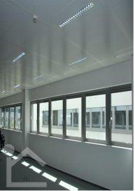 Complexe de 8 immeubles de halles, situé dans un emplacement stratégique.  Les halles sont divisibles à partir de 240 mètres carrés. Il y a des excellentes liaisons en train. Il s´agit d´un environnement agréable avec de nombreux chemins pour courir, marcher ou faire du vélo.  Il existe même une salle de fitness qui est à disposition de tous les locataires. A côté de cela il existe un parking que vous pouvez utiliser. L´achèvement des travaux est prévu pour fin 2015  Informations techniques:  - Hauteur: Parking souterrain: 2,2 m                         Rez-de-chausée: 2,60 m    - Charge: Parking: 5,0 kn/m2   Ref agence :ICL 861349