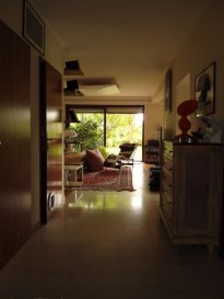 TEMPOCASA BETTEMBOURG vous présente en exclusivité ce ravissant appartement (Rez-de-Jardin), situé dans une cité calme à Bergem.  Le bien se trouve dans une résidence de seulement 4 unités et vous offre de nombreuses commodités.  L'appartement comprend: -Grand hall d'entrée -2 chambres à coucher (18m2 / 9m2),  -Cuisine équipée -Salle de bain avec douche et baignoire -2 débarras (1m2 et 2m2) -WC séparé,  -un living fantastique avec une grande porte vitrée donnant accès aux jardin  Au sous-sol on trouve une cave de +/-10m2, une buanderie semi-privée, un garage pour 1 voiture et 2 emplacements extérieurs.   Options: Carrelage en granit, parquet massif, terrasse en tek, nouveau toit  Pour toute autre information n'hésitez pas à nous contacter au 26511283 ou 621408233