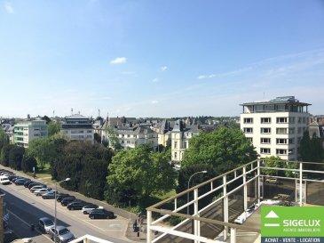 A LOUER Trés bel appartement de standing aux finitions luxueuses. A LOUER à Luxembourg-Belair avec vue sur le parc. Appartement entièrement rénové en 2013 en location au 5e étage de la résidence ''Elysée''. Hall d'entrée, Hall de nuit, living - salle à manger, cuisine équipée neuve, buanderie, W.C. séparé, 3 Chambres à coucher, dressing, 1 salle de bain, 1 salle de douche, 1 chambre d'appoint avec WC et sdd au rdc, 1 emplacement pour 1 voiture, 2 caves, 1 grenier, terrasses Loyer : 6.000.-euro Charges: 450.-euro Caution: 3 mois de loyer sans charges Frais d'agence: 1 mois de loyer sans charges 17% TVA Surface habitable: 227m2 Libre pour le 1.08.2016 Boulevard Jospeh II L-1840 Luxembourg