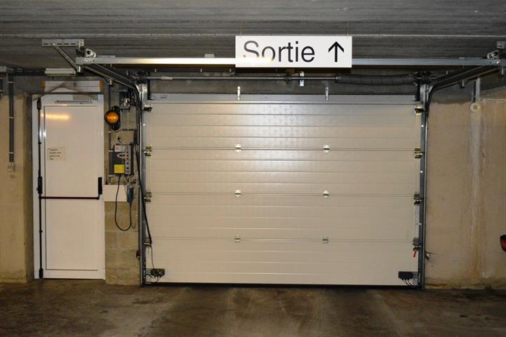 louer garage fermé 0 pièce 0 m² dinant photo 4