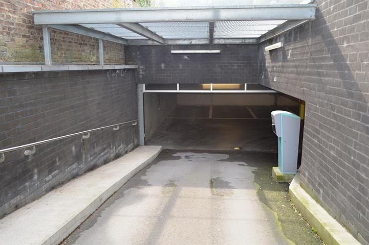 louer garage fermé 0 pièce 0 m² dinant photo 2