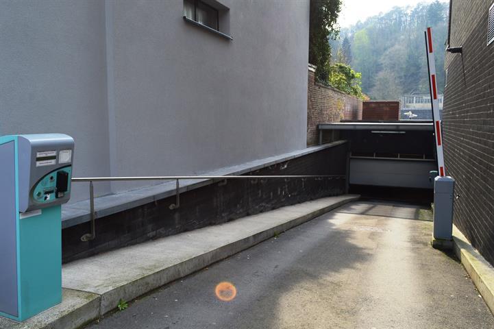 louer garage fermé 0 pièce 0 m² dinant photo 1