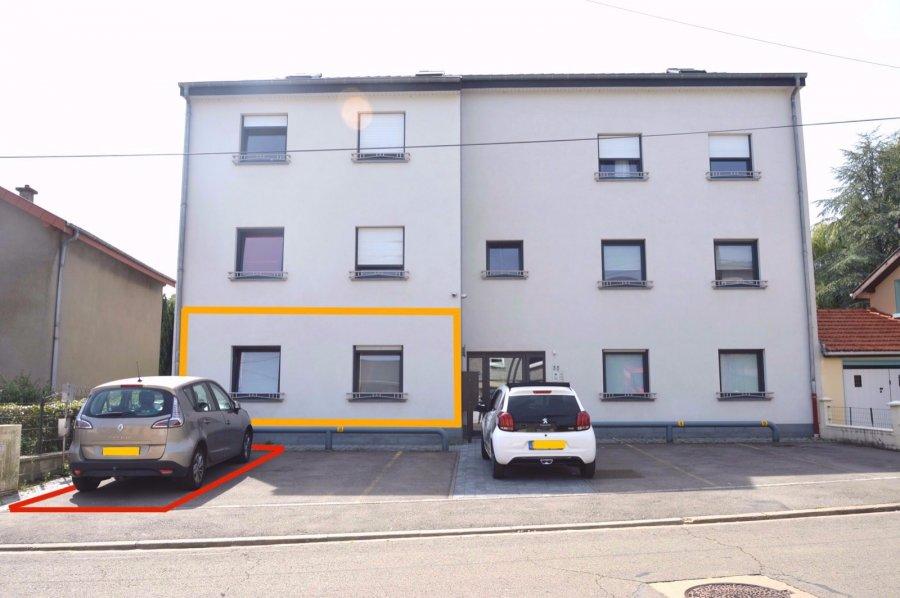 L'agence IMMOLORENA de Pétange en collaboration avec FRONGIA SARL Agence Immobilière a choisi pour vous ce splendide appartement situé à 5 km de la frontière belgo-luxembourgeoise dans un environnement idyllique.  Il se compose comme suit: - Un hall avec vestiaire de 6 m2 - Une cuisine équipée et salon de 35m2 donnant accès à une grande terrasse plein sud de 20m2 et jardin - Deux chambres de 14,11m2 et 9 m2 - Un débarras - Une salle de bain avec douche de 7,26m2, deux vasques  Dans tout l'appartement il y a le chauffage au sol, la climatisation réversible, centrale d'aspiration, stores électriques et un emplacement extérieur.  Les compteurs sont individuels.   A ne pas rater à voir absolument !  Pour tout contact: Joanna Corvina 621 36 56 40 (FR) Vitor Pires: 691 761 110 (PT, IT, UK, FR)   L'agence ImmoLorena est à votre disposition pour toutes vos recherches ainsi que pour vos transactions LOCATIONS ET VENTES au Luxembourg, en France et en Belgique. Nous sommes également ouverts les samedis de 10h à 19h sans interruption.