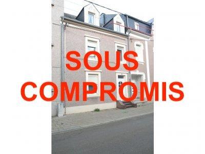 L'agence IMMOLORENA de Pétange a choisi pour vous une maison à rénover de 115 m2 avec JARDIN ET GARAGE à Pétange dans une rue calme, à proximité de toute commodités et se compose comme suit:  - Un hall d'entrée de 8,12 m2 - Une salle de douche de 2,65 m2 - Un salon de 17,85 m2 - Une salle à manger de 12,13 m2 - Une cuisine de 12 m2 donnant accès à la terrasse et au jardin  Premier étage :  - Hall de nuit de 3,50 m2 - Trois chambres de 11,43 m2, 13,04 m2 et 11,36 m2  Deuxième étage/ Grenier :  - Un hall de nuit de 2,26 m2 - Pièce grenier de 8,57 m2 - Deux chambres de 12,09 m2 et 11,42 m2  Une cave sur toute la surface de la maison, nouvelle chaudière au gaz  MAISON A RENOVER  Pour tout contact:  Joanna RICKAL: +352 621 36 56 40 Vitor Pires: + 352 691 761 110   L'agence Immo Lorena est à votre disposition pour toutes vos recherches ainsi que pour vos transactions LOCATIONS ET VENTES au Luxembourg, en France et en Belgique. Nous sommes également ouverts les samedis de 10h à 19h sans interruption.