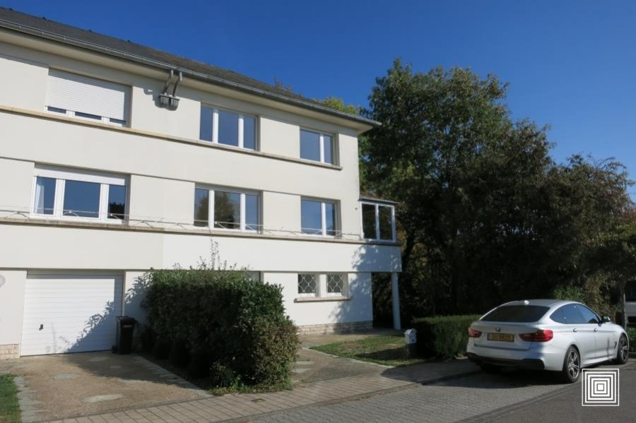 louer maison jumelée 4 chambres 178 m² strassen photo 1