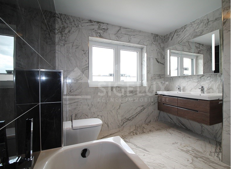 Maison mitoyenne à louer 4 chambres à Luxembourg-Gasperich