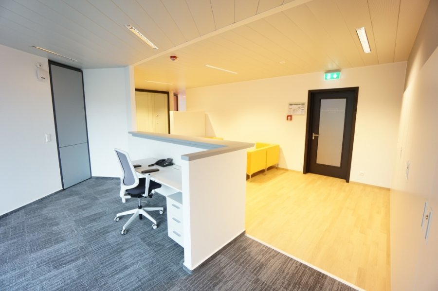 louer bureau 8 chambres 285 m² strassen photo 3