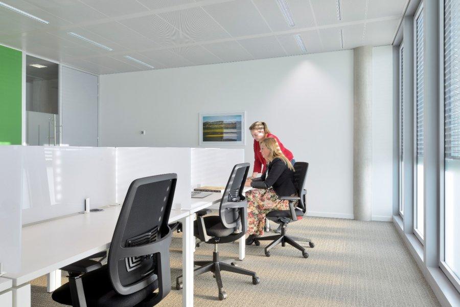 louer bureau 0 chambre 50 m² bertrange photo 4
