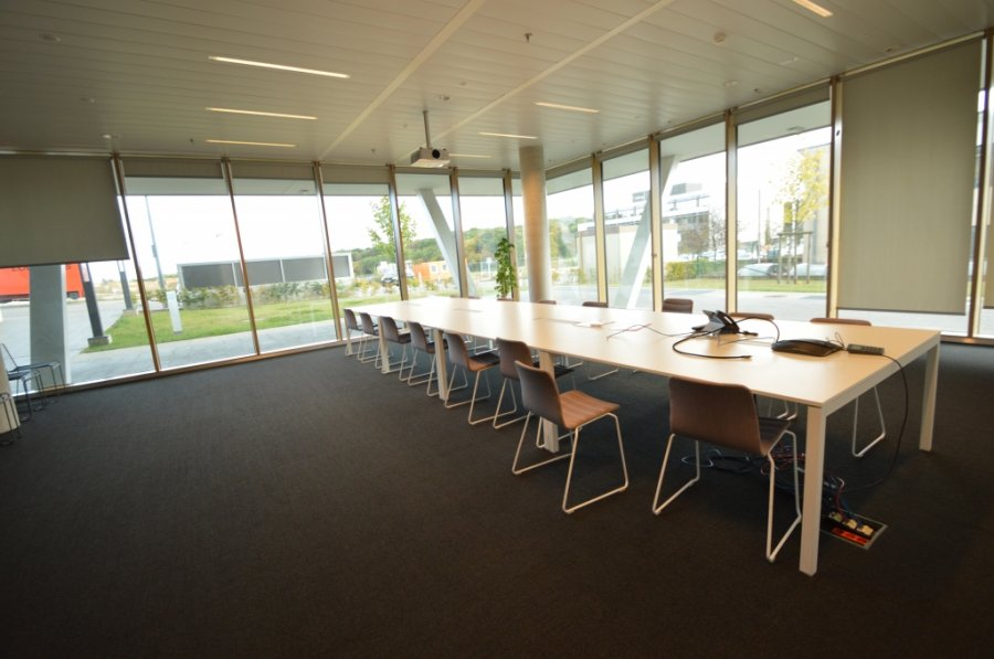 louer bureau 0 chambre 576.69 m² leudelange photo 1