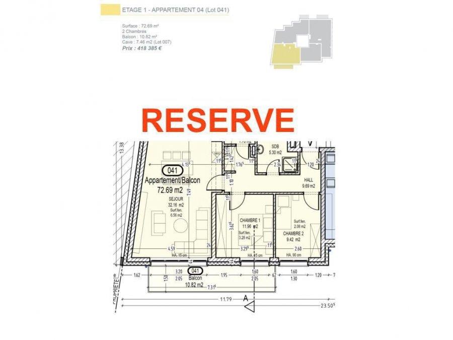 Votre agence IMMO LORENA de Pétange vous propose dans une résidence contemporaine en future construction de 13 unités sur 4 niveaux située à Rodange, 45 chemin de Brouck 1 appartement de 72.69 m2 au PREMIER ETAGE avec ascenseur décomposé de la façon suivante:  - Hall d'entrée de 9.69 m2 - Salle de bain de 5.30m2 - Un WC sépare de 1,76 m2 - Cuisine ouverte et salon de 32,16 m2 donnant accès au balcon de 10.82 m2. - Une première chambre de 11,96 m2, une deuxième chambre de 9,42 m2 - Une cave privative et un emplacement pour lave-linge et sèche-linge au sous sol. Possibilité d'acquérir un emplacement intérieur (25.000 €) ou un garage fermé intérieur (35.000€).  Cette résidence de performance énergétique AB construite selon les règles de l'art associe une qualité de haut standing à une construction traditionnelle luxembourgeoise, châssis en PVC triple vitrage, ventilation double flux, chauffage au sol, video - parlophone, système domotique, etc... Avec des pièces de vie aux beaux volumes et lumineuses grâce à de belles baies vitrées.  Ces biens constituent entres autre de par leur situation, un excellent investissement. Le prix comprend les garanties biennales et décennales et une TVA à 3%. Livraison prévue septembre 2021.  Pour tout contact: Joanna RICKAL +352 621 36 56 40 Vitor Pires: +352 691 761 110   L'agence Immo Lorena est à votre disposition pour toutes vos recherches ainsi que pour vos transactions LOCATIONS ET VENTES au Luxembourg, en France et en Belgique. Nous sommes également ouverts les samedis de 10h à 19h sans interruption. Demander plus d'informations