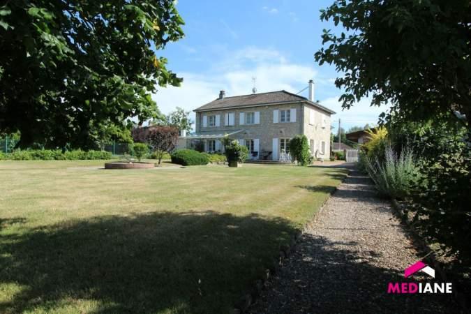 acheter maison 11 pièces 380 m² charmes photo 2
