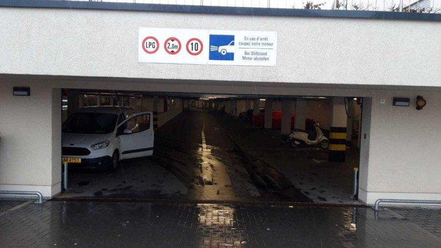 louer garage-parking 0 chambre 0 m² bertrange photo 5