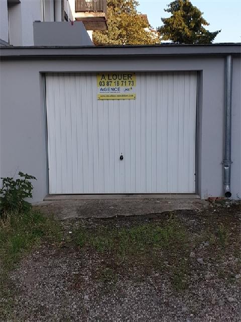 Garage - Parking à louer à Le ban saint-martin