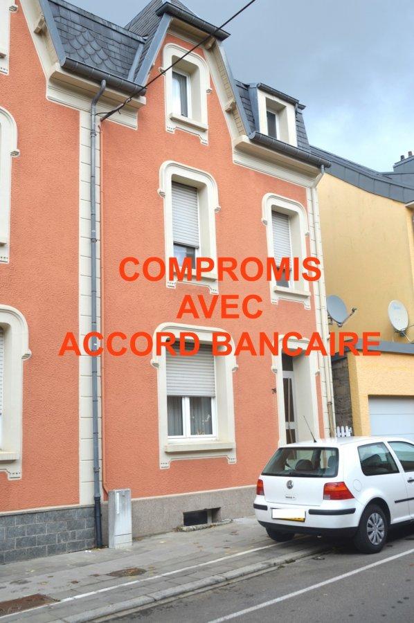 L'agence IMMO LORENA de Pétange a choisi pour vous une maison à rénover de 120 m2 avec JARDIN ET GARAGE à Pétange dans une rue calme, à proximité de toute commodités et se compose comme suit:  - Un hall d'entrée de 10,45 m2 - Un salon de 16,53 m2 - Une cuisine de 13,34 m2  1ère Étage  - Hall de nuit de 2,60 m2 - Trois chambres de 10,87 m2, 13,22 m2 et 10,74 m2  Au deuxième étage/ Grenier: - Un Hall de nuit de 2,33 m2 - Pièce grenier de 10,81 m2 - Deux chambres de 13,28 m2 et 8,17 m2  Une cave sur toute la surface de la maison, chaudière au gaz  MAISON à RENOVER  Pour tout contact:  Joanna Corvina: +352 621 36 56 40 Vitor Pires: + 352 691 761 110   L'agence ImmoLorena est à votre disposition pour toutes vos recherches ainsi que pour vos transactions LOCATIONS ET VENTES au Luxembourg, en France et en Belgique. Nous sommes également ouverts les samedis de 10h à 19h sans interruption.