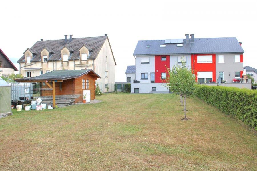 !!!!!!!!!! A VISITER !!!!!!!!!!!!!                          Coup de coeur assurer.                 IDEAL POUR PROFFESSION LIBERALE Immo Nordstrooss vous propose à la vente cette superbe maison à Hoscheid-Dickt à 5 min. de Diekirch.  Cette belle maison neuve et moderne ce compose comme ceci :   - Au rez-de-chaussée on trouve un local technique, un double garage pour deux voitures, buanderie et un espace pour profession libérale, et une salle de bain avec WC.   - 1er étage vous disposer d'une grande pièce à vivre très spacieuse, une cuisine ouverte toute équipée avec accès terrasse ainsi qu'un bureau/chambre et une salle de douche.  - Au 2ème étage, 3 belles chambres et une grande salle de bain spacieuse et moderne.  - Grenier déjà aménagé au appartement.  La maison dispose d'un jolie jardin avec une deuxième entrée à l'arrière de la maison avec un bel espace barbecue pouvant accueillir vos amies.  La maison dispose de finitions haute de gamme et panneaux solaires,   Prestations et matériaux de qualité (construction traditionnelle , menuiseries triple vitrage, porte de garage motorisée, portes, sanitaires, carrelages , etc?   Pour plus de renseignements ou une visite (visites également possibles le samedi sur rdv), veuillez contacter le 691 850 805. Ref agence :404