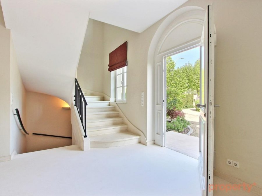 louer maison individuelle 6 chambres 520 m² senningerberg photo 3