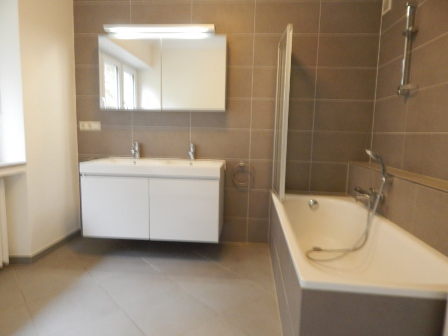 Maison jumelée à louer 4 chambres à Strassen