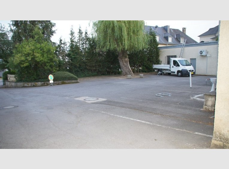 Garage parking louer luxembourg lu r f 5379538 for Garage professionnel a louer