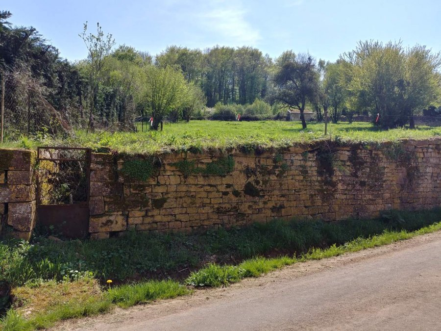 Terrain constructible à vendre à Brouennes