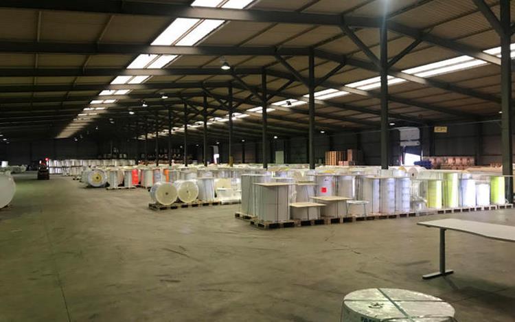 louer entrepôt 0 pièce 6180 m² athus photo 4
