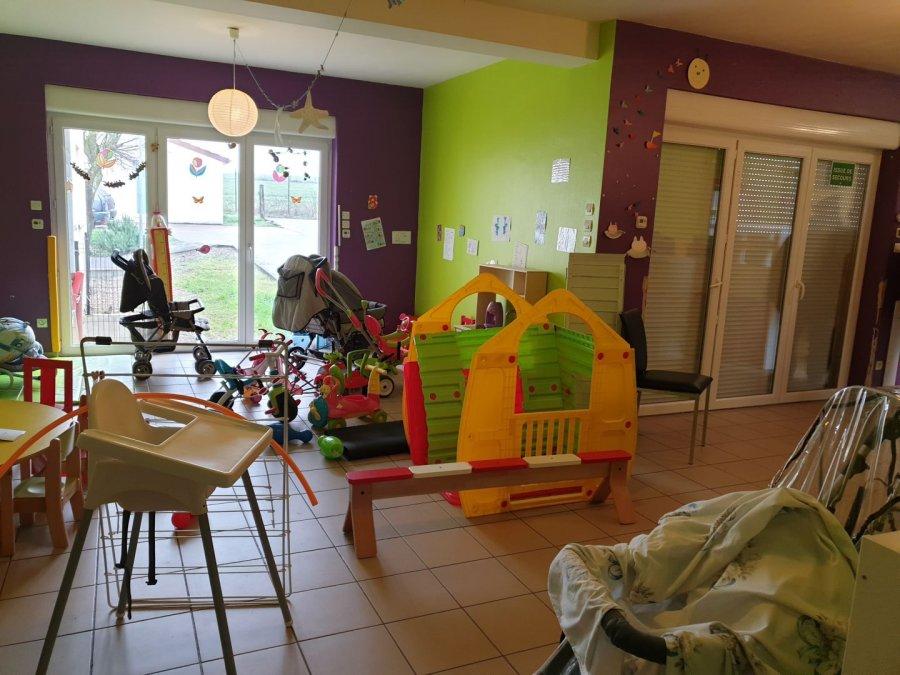 Belardimmo vous propose ce loca à Himeling l transformé en crèche d'une surface de 150m² , avec un grand espace de jeu, des chambres pour l'espace nuit, 2 salle de bain, une kitchenette , un wc séparé adulte, un wc séparé enfant, pour une capacité totale de 11 enfants selon la norme.  Un parking est avec la crèche ainsi qu'une cours extérieur.  A 5min de Mondorf-les-Bains frontière Luxembourgeoise.  Pour plus d'information contacté David Kempf au 00 352 621 631 841 ou par mail David.kempf16@gmail.com Ref agence :DK127