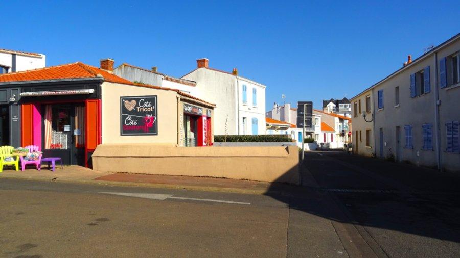 louer local commercial 1 pièce 31 m² saint-gilles-croix-de-vie photo 1