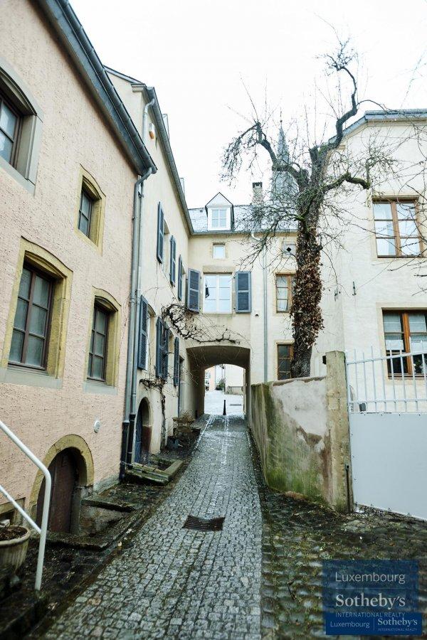 louer maison 3 chambres 225 m² ehnen photo 1