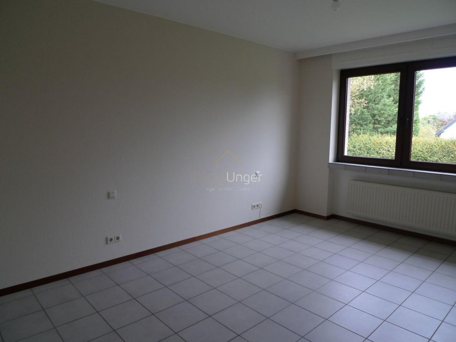 louer maison 4 chambres 300 m² bertrange photo 1