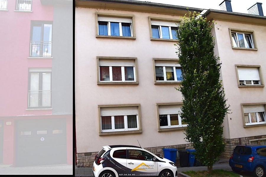 L'agence IMMO LORENA de Pétange a choisi pour vous un appartement avec 3 chambres situé Obercorn de 87 m2 habitables au 3ème étage sans ascenseur, à proximité des commerces, transports en commun et toutes commodités,  Il se compose comme suit:  - Un hall d'entrée de 9,474 m2 - Une cuisine toute équipée ouverte de 15,3 m2 amenant au salon de 14,7 m2 - Une belle chambre de 15,49  m2 - Une deuxième chambre de 14,10 m2  - Une troisième chambre de 9,7 m2 (qui n'est pas inscrit au cadastre ) - Une belle salle de bain faisant 4,96 m2 - Un petit Wc séparé de 1,12 m2 - Très grande et spacieuse cave privative de 17 m2   CARACTERISTIQUES DE L'APPARTEMENT: - Double vitrage de 2000  - Volets électriques  - Proche de toutes commodités, train, bus et du centre ville - Petite copropriété de 4 unités - Une terrasse commune - Grande cave de 17 m2  A VOIR ABSOLUMENT!!!!  Pour tout contact: Joanna RICKAL: +352 621 36 56 40 Vitor Pires:+352 691 761 110 Kevin Dos Santos: +352 691 318 013  L'agence ImmoLorena est à votre disposition pour toutes vos recherches ainsi que pour vos transactions LOCATIONS ET VENTES au Luxembourg, en France et en Belgique. Nous sommes également ouverts les samedis de 10h à 19h sans interruption.