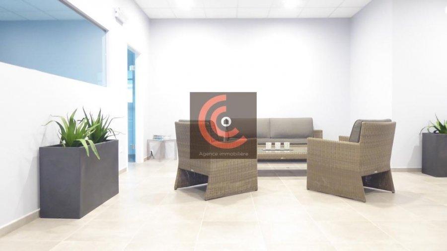 louer bureau 0 chambre 215 m² strassen photo 3