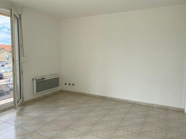 Appartement à louer F2 à Manom