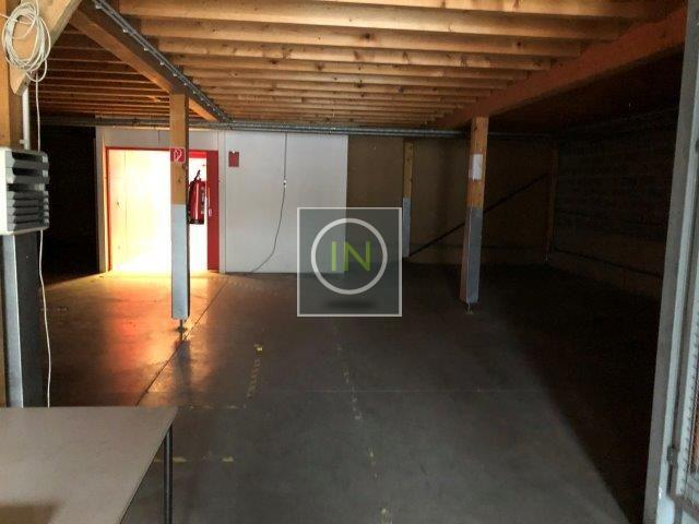 louer local commercial 0 chambre 1570 m² howald photo 7