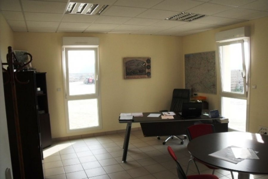 acheter local commercial 0 pièce 800 m² mayenne photo 4