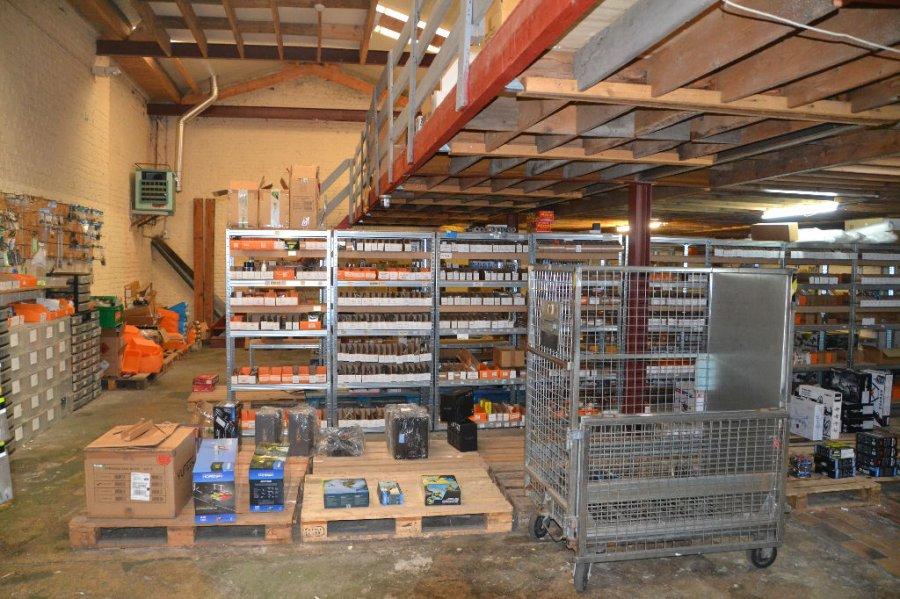 acheter entrepôt 4 pièces 330 m² la madeleine photo 1