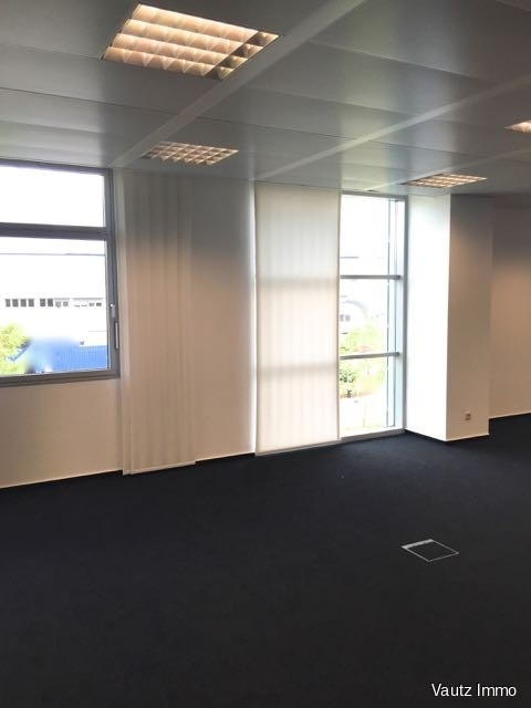 louer bureau 0 chambre 410 m² contern photo 3