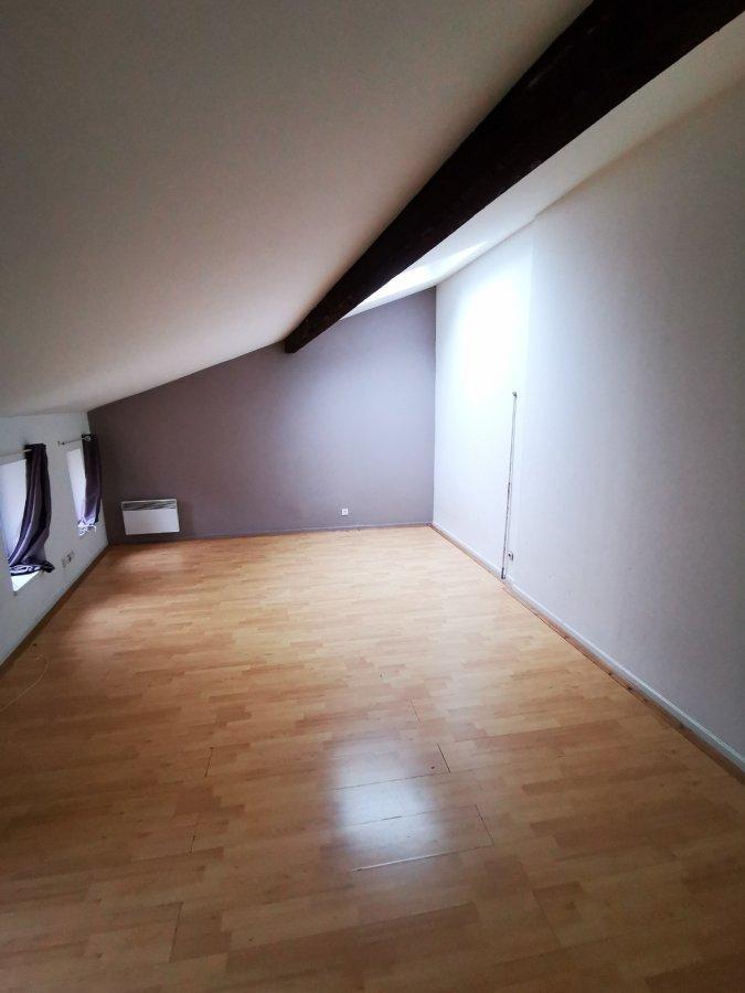 METZ CENTRE-VILLE STUDIO : Idéalement situé en plein cœur du centre-ville,  Il se compose d'une grande pièce à vivre, une cuisine séparée entièrement équipée, une salle de bain et un WC.  Chauffage individuel électrique   Disponible immédiatement  Frais d'agence : 37 m² x 11 € = 407 €  Rue Ladoucette